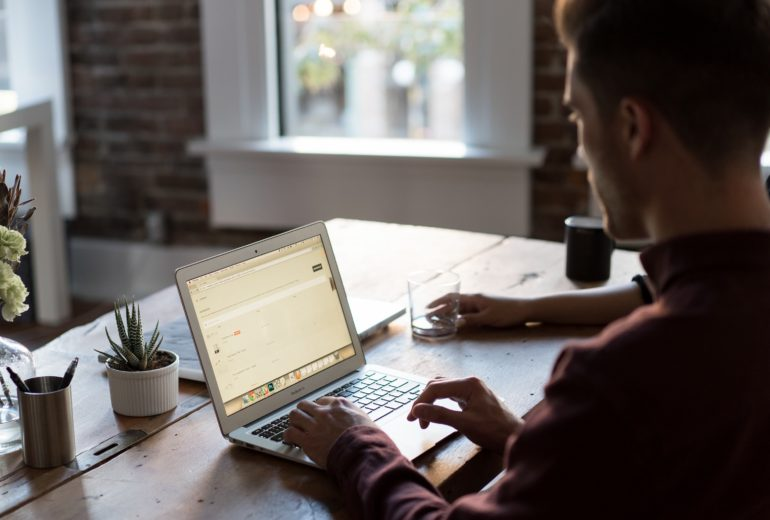 Come costituire una società on line risparmiando tempo e denaro